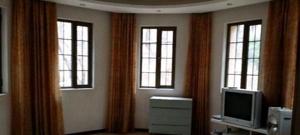 城西-南川西路香格里拉城市花园3室2厅2卫3500元