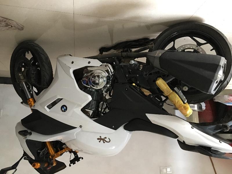 双缸250摩托跑车