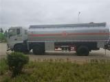 随州油罐车厂家让利促销15吨东风小三轴运油车,价格实惠