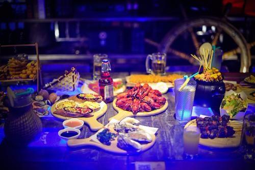 卡岸手抓餐吧加盟费多少徒手抓海鲜主题餐厅大铁锨手抓海鲜