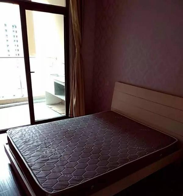 银泰城旁 商业街附近精装全设可短租可月付看房方便