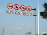 中山公路标志杆、标志牌、道路划线、停车场