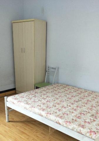 石油小区 朝南带空调沙发家具 可随时看房拎包入住的状态