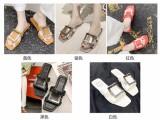 超时尚的夏季平跟平底金属扣凉拖鞋