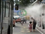 户外公交站喷雾降温提升市民侯乘环境