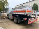 蓝牌2吨油罐车 东风多利卡C证可以驾驶的加油车油罐车
