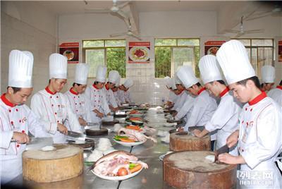 保定厨师烹饪技校学校 学厨师做私人营养师出国打工挣大钱