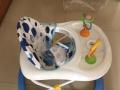闲置婴儿学步车及婴儿床