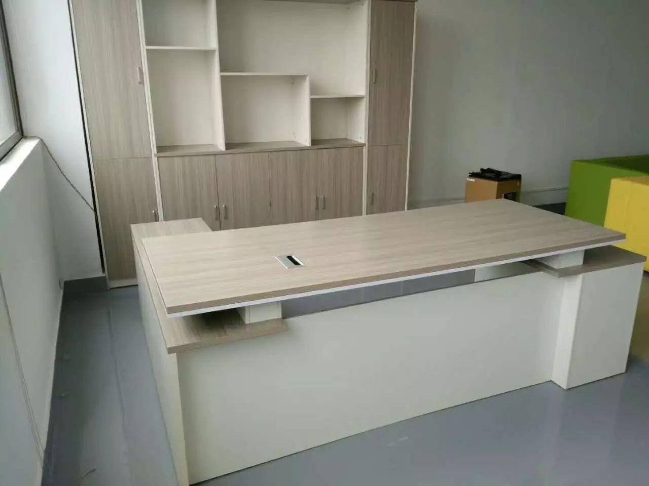 原价1320购买的4人卡座电脑办公桌,650低价转让。... -咸宁办公桌