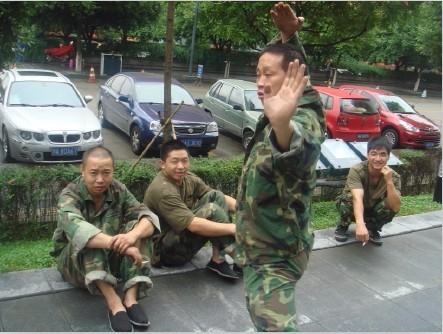 厦门市**正规部队搬家 实行军事化管理 为民服务