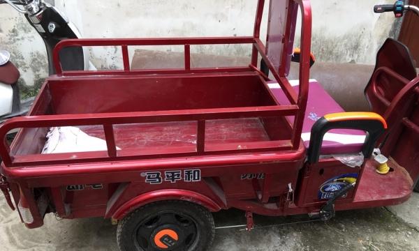 只用了一个多月的和平鸟电动车三轮车转让