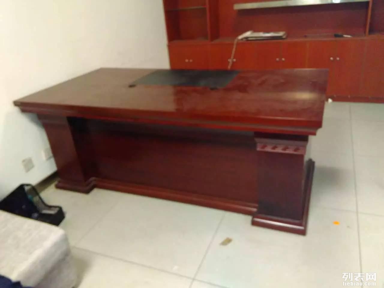 西安低价出售办公家具,办公隔断,老板桌,沙发,文件柜等