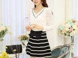 韩国实拍 女 优质款 2014秋新款 韩版修身V领钉珠蕾丝打底衫
