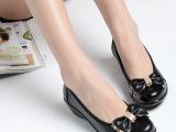 大量批发中年妈妈鞋软底老人鞋平跟单鞋女式休闲平底真皮鞋