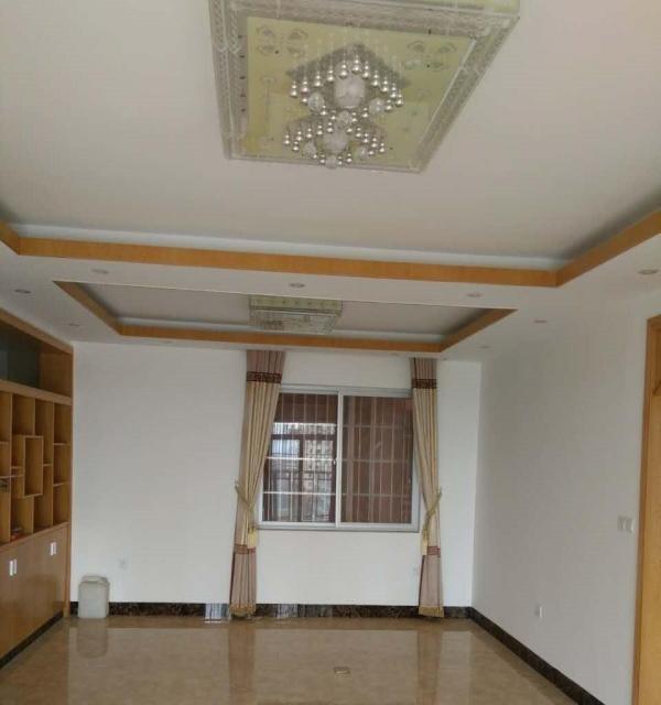 平南江滨花园 3室2厅 126平米 中等装修 押一付三