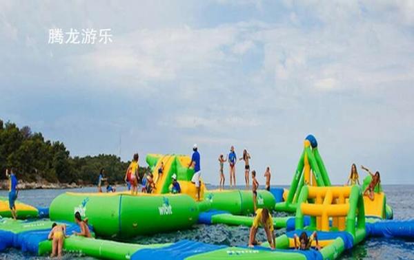 孩子的游玩时间到 冰雪世界移动水上乐园 充气水滑梯 支架水池