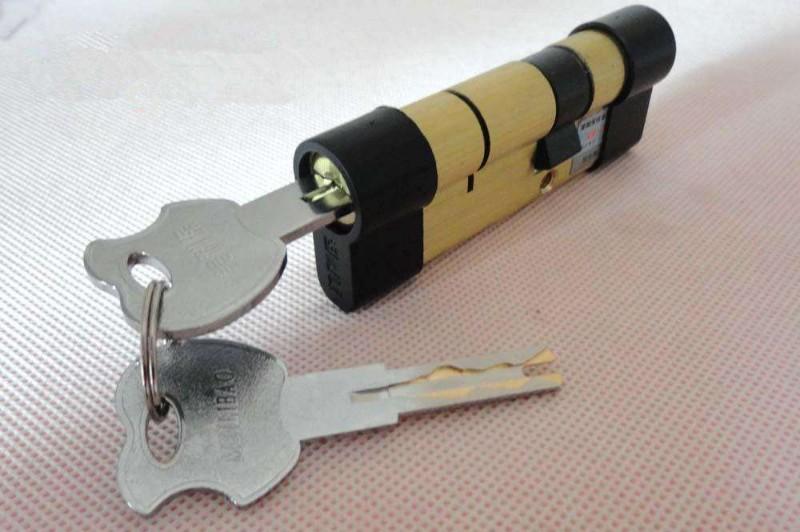 咸阳开汽车锁/开保险柜/24小时上门开锁换锁芯