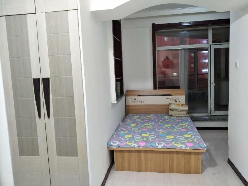 出租河南 极美水岸3楼 家电家具俱全1室40平米 可月付