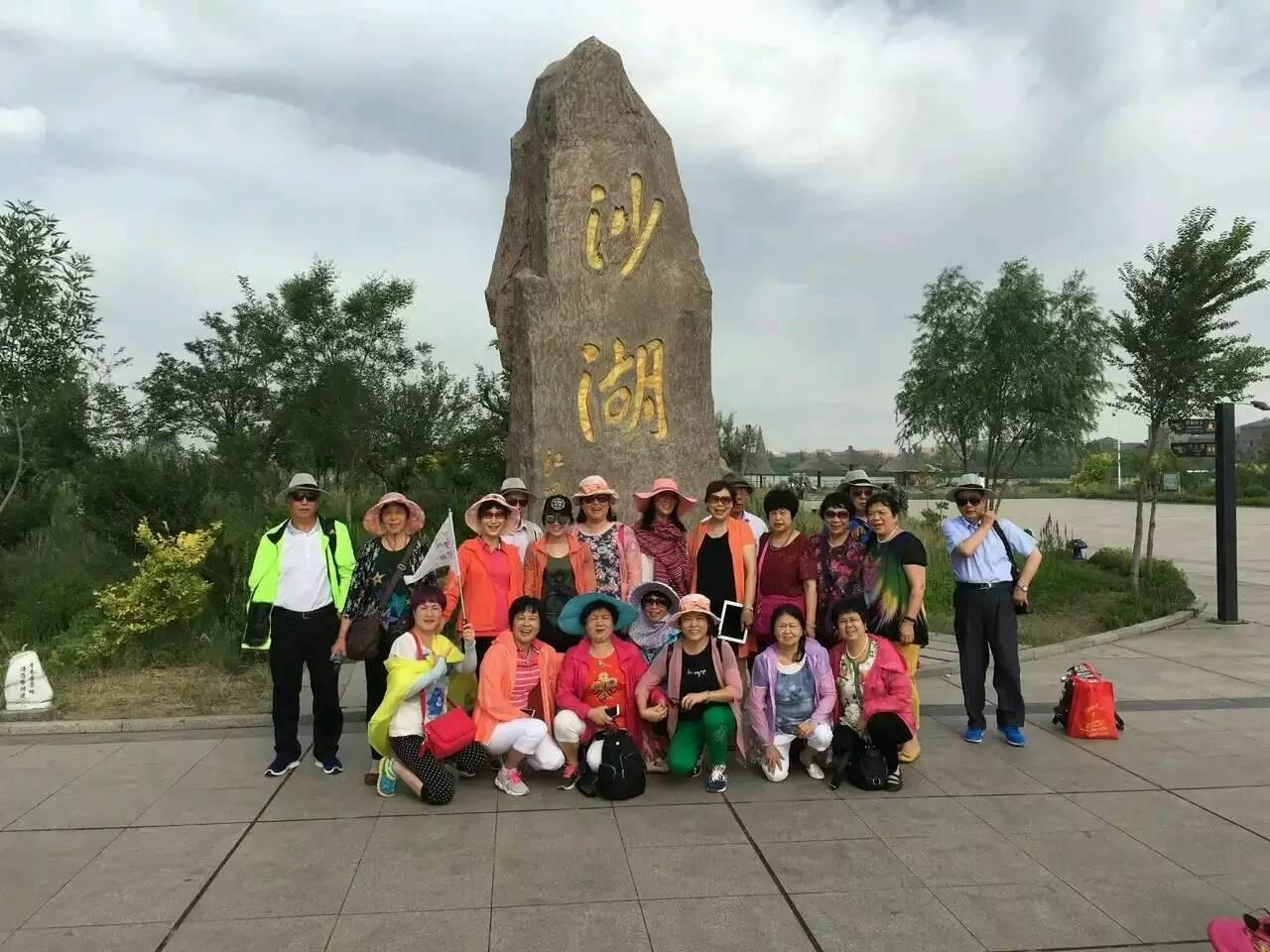 银川旅游包车推荐沙湖-岩画-影城-西夏王陵一日游包车电话