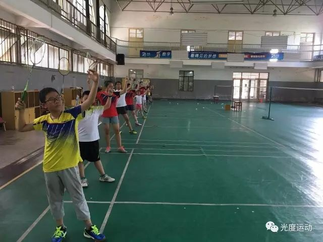 嘉兴光度运动羽毛球培训部