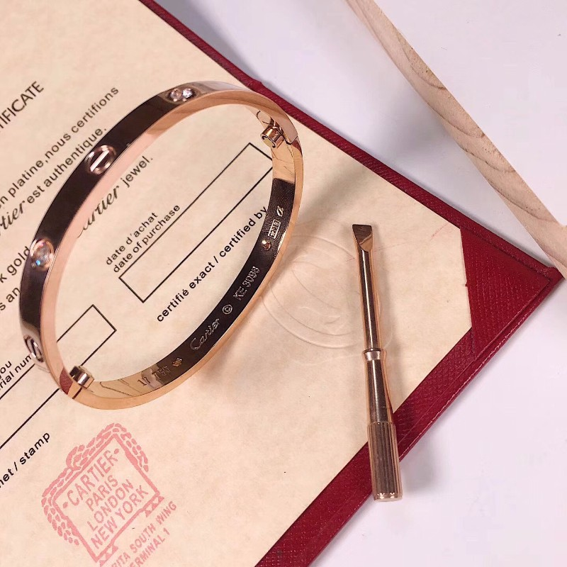 厂家批发出售原单复刻一比一卡地亚手镯戒指一件代发