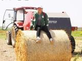 批发牧草打包网生产环保设备打捆网圆捆机专用捆草网