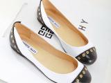 真皮女鞋白色黑色牛皮拼色欧美女鞋粉红色反毛皮圆头铆钉平底单鞋