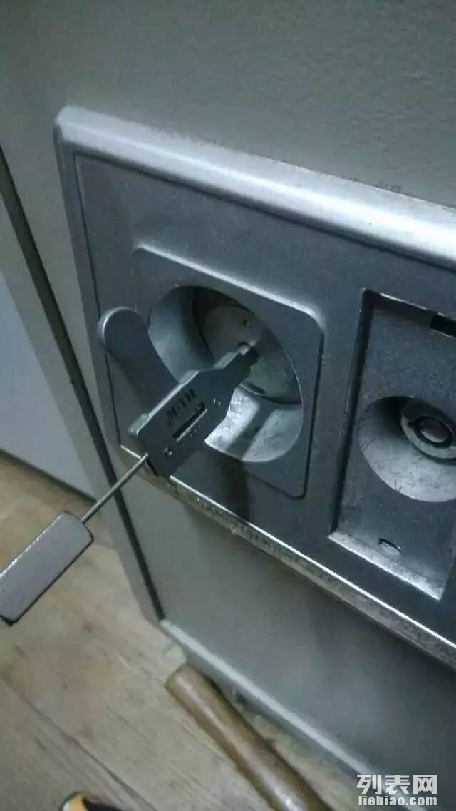 24小时南宁开锁换锁 开保险柜 车锁 匹配汽车遥控芯片钥匙