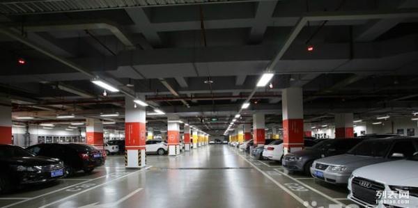 广安繁华商圈车位出租-美东国际B座地下停车场