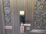 大坪附近修锁师傅石油路上门开锁维修防盗门锁