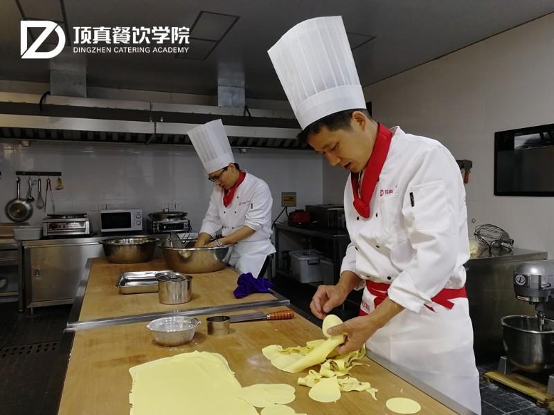 黄桥烧饼技术培训-实体店的培训-师傅现场教学