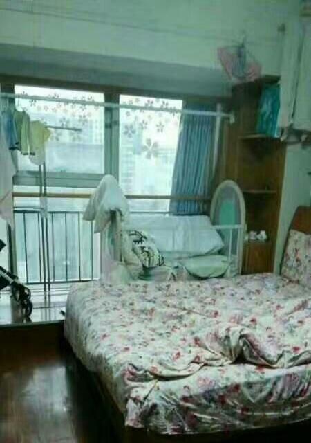 步行街口 胜利广场公寓 一室一厅 精装全带 1400元图片