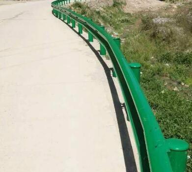 昭通圣高交通喷塑护栏板厂家直销护栏立柱防撞设施配件批发价格