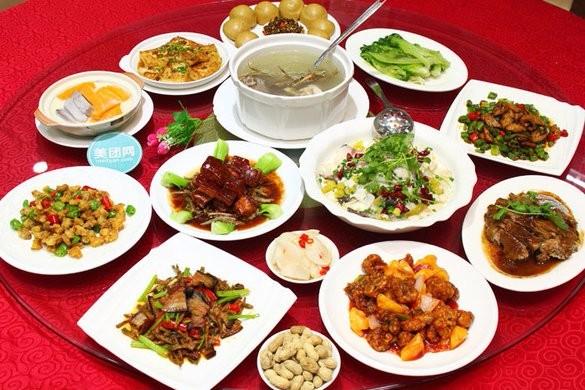 光明新区企业年会宴席上门制作围餐大盆菜烤全羊火锅自助餐