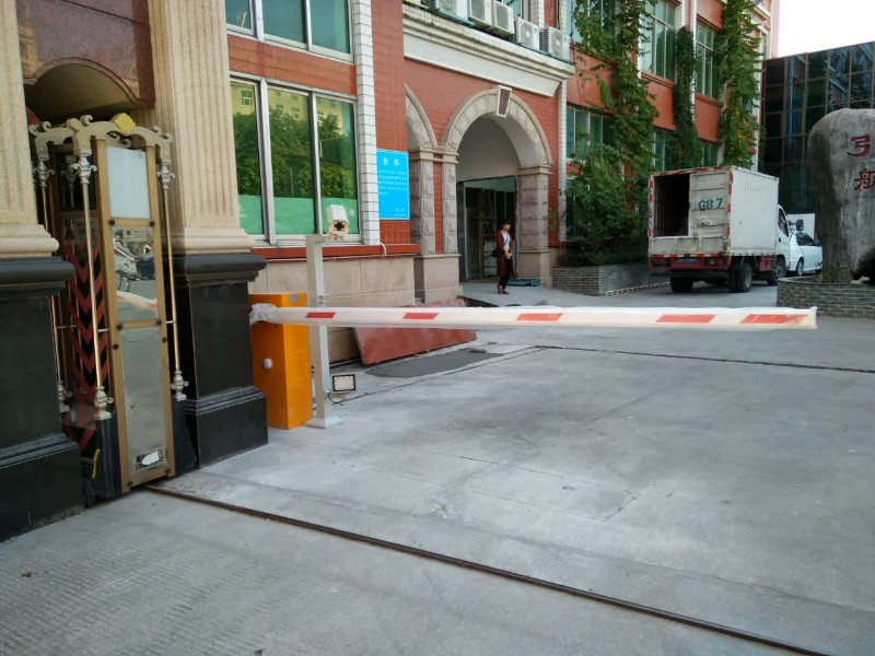 停车场智能管理系统,门禁劳务系统,监控,摆闸,三棍闸安装维修