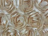 绣花厂供应色丁立体玫瑰婚庆地毯、桌布、椅背。