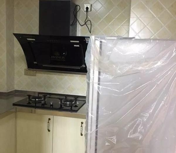 逸天城保利国际精装修3室2厅全新家具好房出租