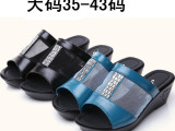 厂家直销大码新款女鞋批发中跟坡跟时尚休闲女士镂空闪钻拖鞋