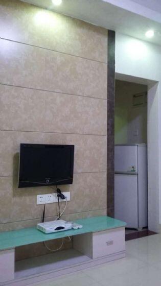 十万火急低价出租,兴华广场二期 1800元 1室1厅1卫