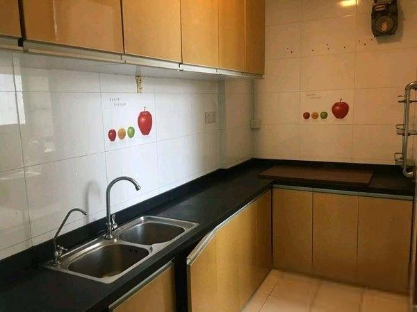 新收大三房出租,装修温馨,配置全齐,适合两口之家和情侣居住
