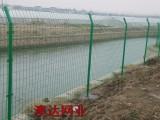 乡村道路/公路与两侧金属栅栏防护网