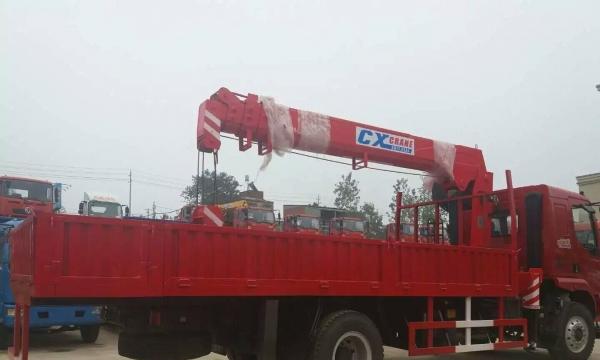 厂家直销东风柳汽乘龙长兴10吨随车吊 促销价28万