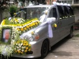 殡仪馆遗体运回老家土葬,尸体长途跨省,送葬车