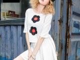 2014清新个性欧美连衣裙 刺绣花朵图案百褶裙