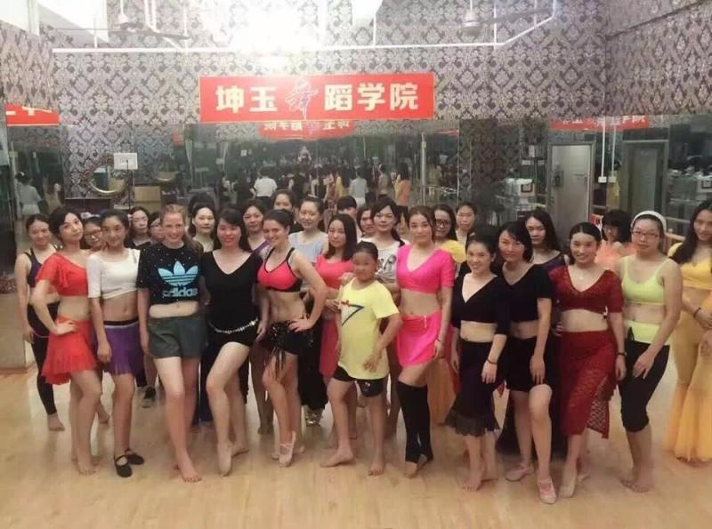 厦门坤玉舞蹈暑期班火热招生中,提供住宿,平台推荐就业