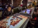 深圳市網紅打卡餐廳光影餐桌5D引流智能加熱點餐自助餐桌子