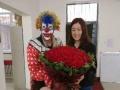 七夕情人节,小丑免费送鲜花,免费照相,照片可以传给