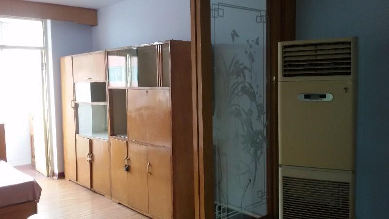 第六中学 2室1厅1卫70平米南北通透新刮的墙壁900/月