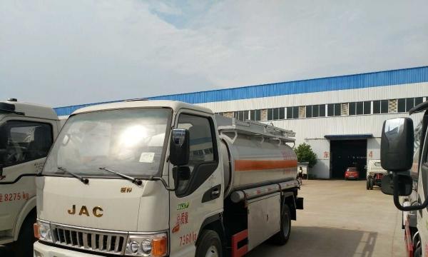 油罐车专业生产厂家现货供应不上户福田、时风、东风5吨加油车,