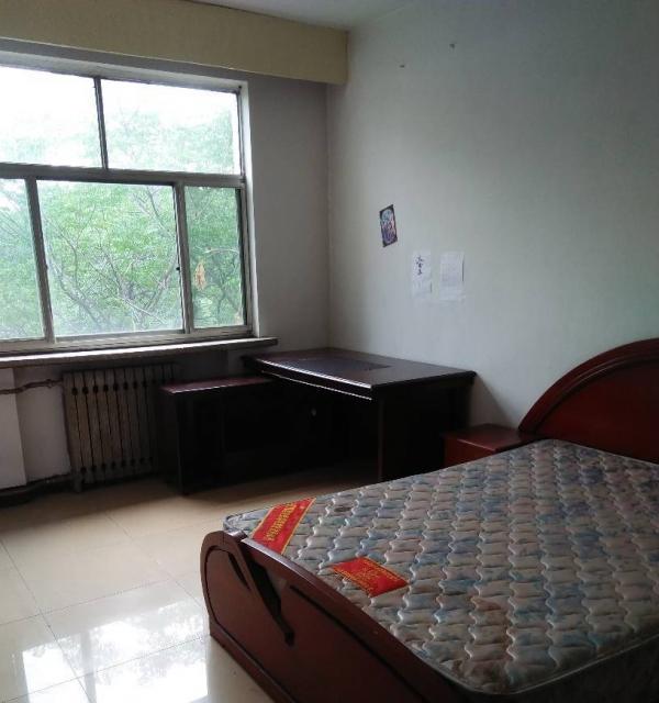 红星8号13楼2室1厅85平,精装家具家电,有车位2800元